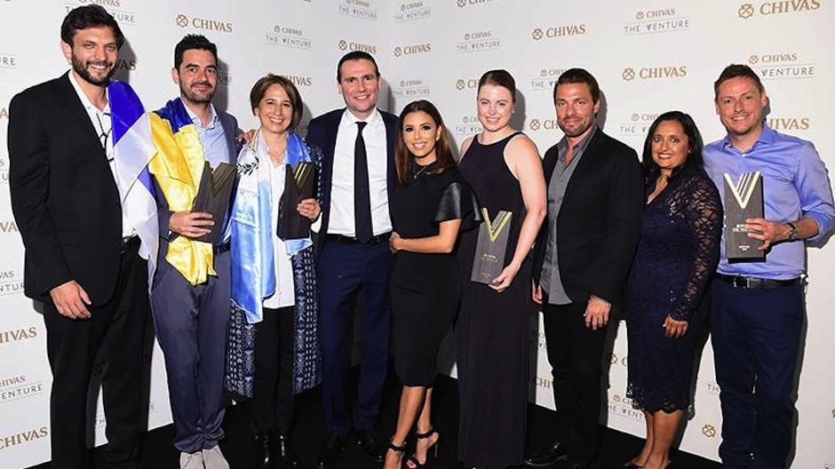 Los ganadores junto al jurado celebran una gran noche. (Foto: The Venture)