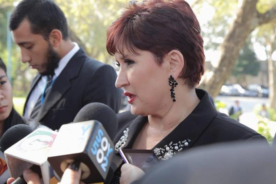 La fiscal General del Ministerio Público Thelma Aldana informa sobre los arraigos contra 10 exdiputados. (Foto: Jorge Rojas/Soy502)