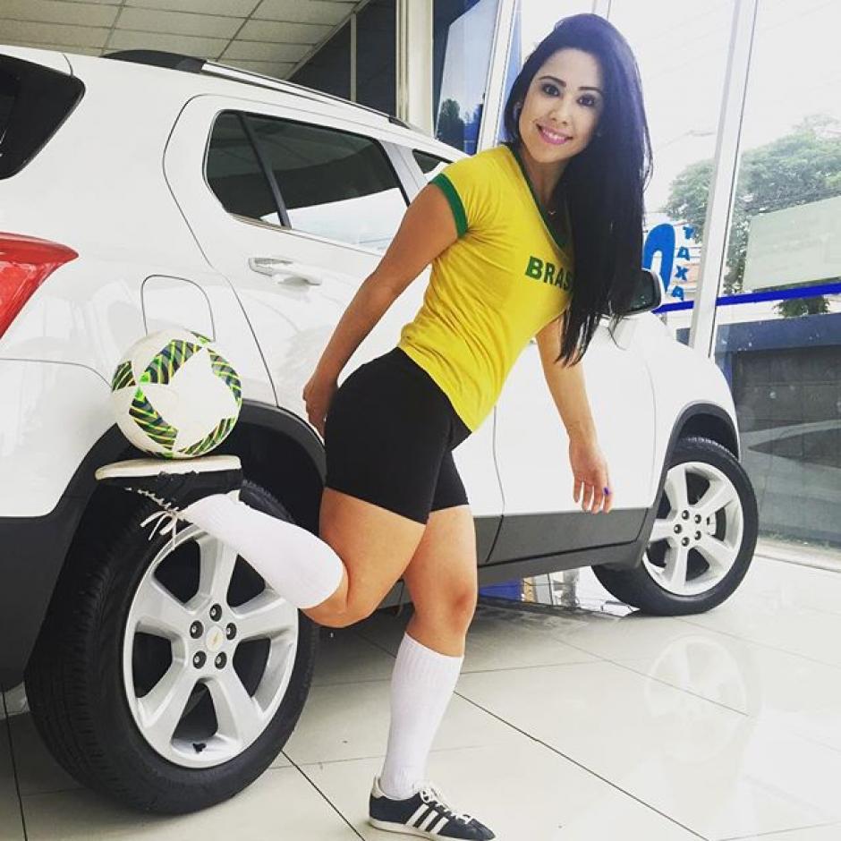 La joven brasileña ha trabajado para grandes marcas. (Foto: Twitter/Raquel Benetti)