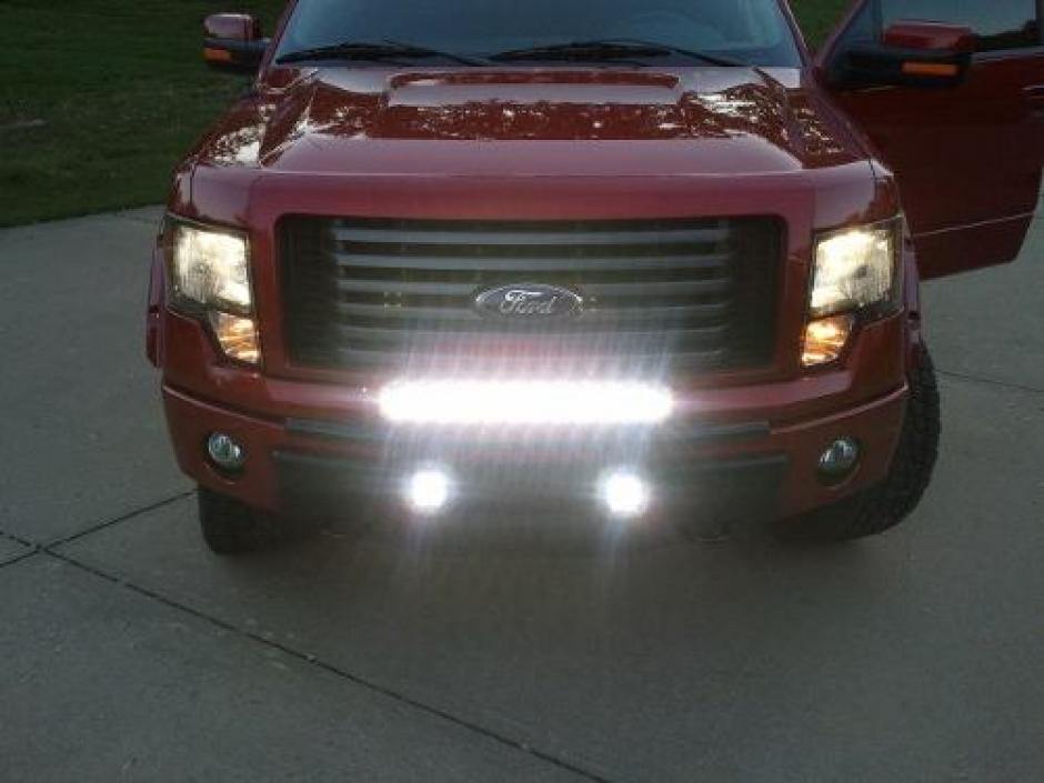 El uso de las barras LED afecta a muchos conductores, principalmente en carreteras de poca iluminación pública. (Foto: Archivo/Soy502)