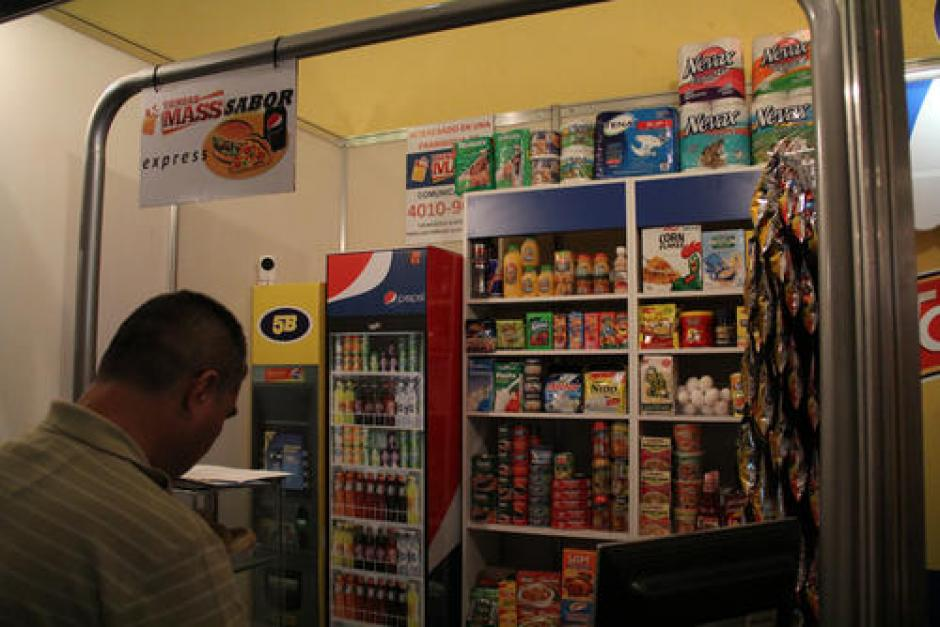 Las tiendas Mass poseen un concepto de tienda de barrio con cajero electrónico. (Foto: Archivo/Soy502)