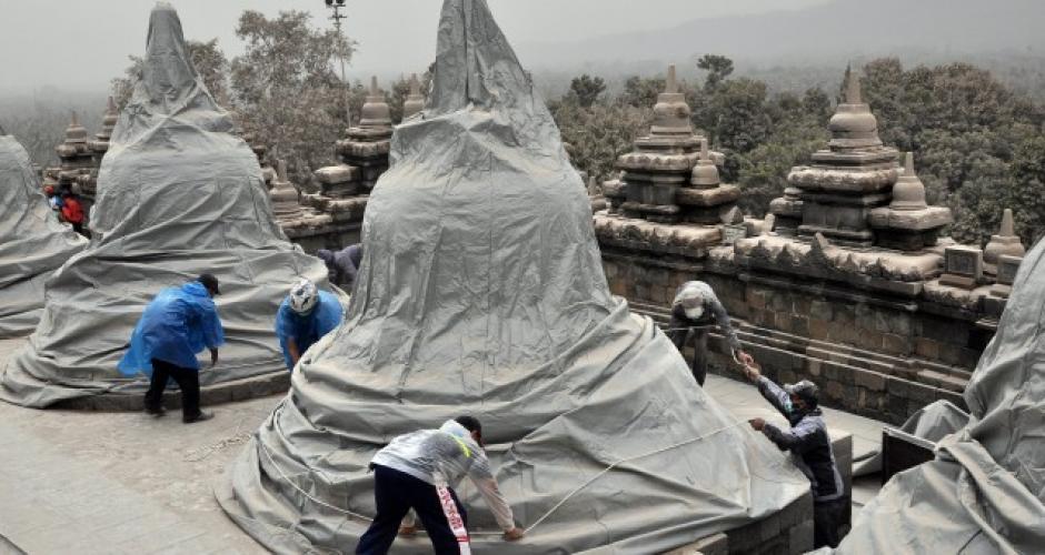 En el Palacio de Gobierno se cubren algunos monumentos para evitar daños. Foto:Jakarta Globe