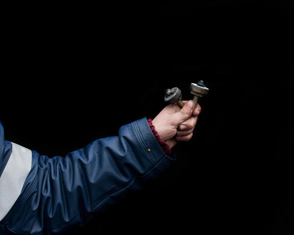 Estos son los restos de granadas de aturdimiento. Al parecer, era común que los manifestantes cargaran con los restos de las armas que no pudieron sacarlos del juego. (Foto: Wired/Tom Jamieson)TOM JAMIESON