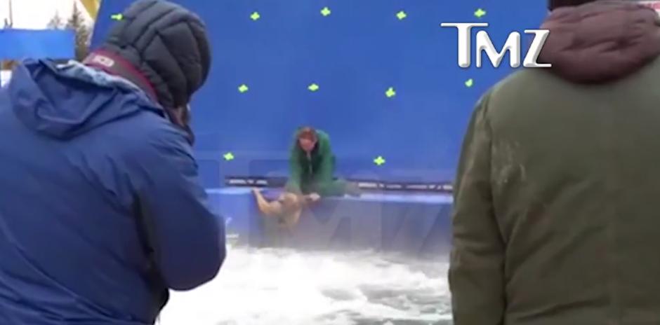 El perro fue forzado a entrar en agua turbulenta para una escena. (Foto: TMZ)