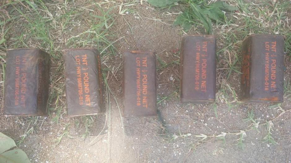Luego de examinar el contenido, la PNC localizó 16 libras del explosivo TNT en Villa Nueva. (Foto: PNC)