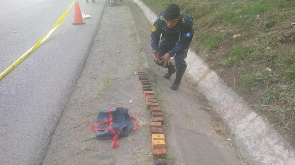 En una pequeña mochila fueron localizados los artefactos explosivos. (Foto: PNC)