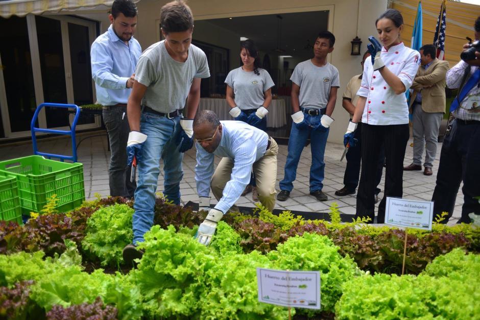 El Embajador señaló que debería indignarnos el hambre o la falta de salud. (Foto: Jesús Alfonso/Soy502)