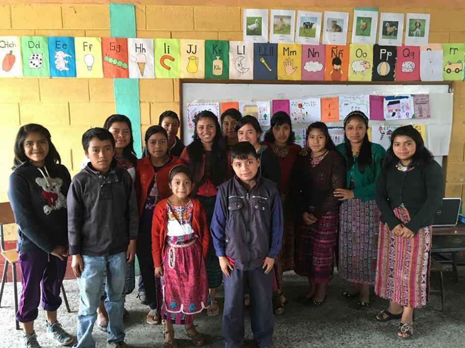 Por el momento Brighten the Barrio tiene a 16 jóvenes becados de la comunidad de Chuatroj, Totonicapán. (Foto: Cortesía de Eileen Sandoval)