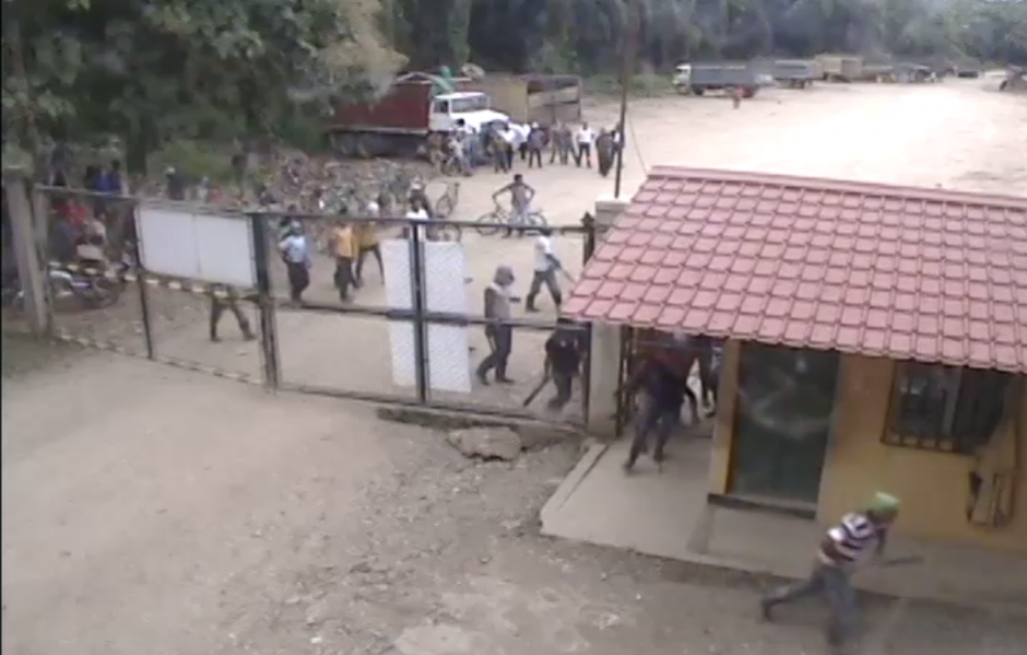 Al menos 20 colaboradores permanecen secuestrados.  (Foto: Captura de YouTube)