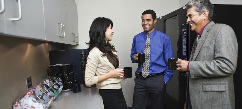 Tomar pequeños descansos en el trabajo aumentan la productividad. (Foto: dickscafe)