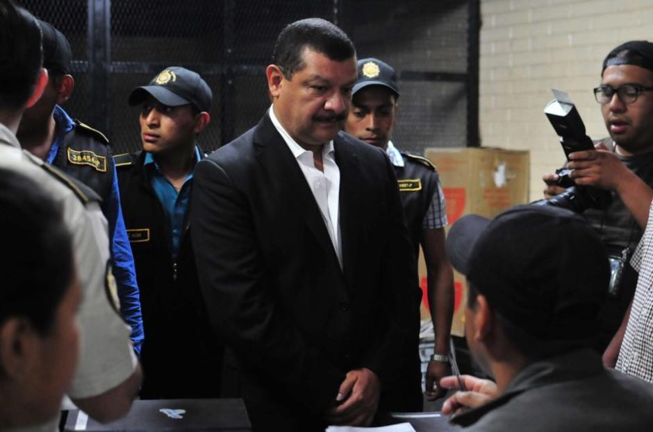 Antonio Coro fue trasladado por la PNC a la parte baja de la Torre de Tribunales. (Foto: Alejandro Balan/Soy502)