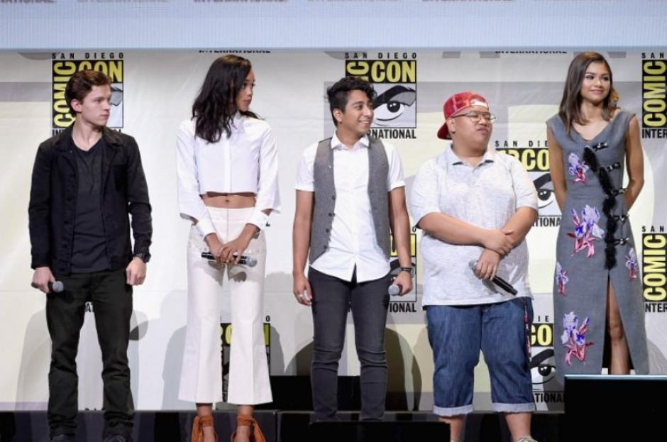 El elenco llegó un momento ya que se encuentra en etapa de rodaje. (Foto: AFP)