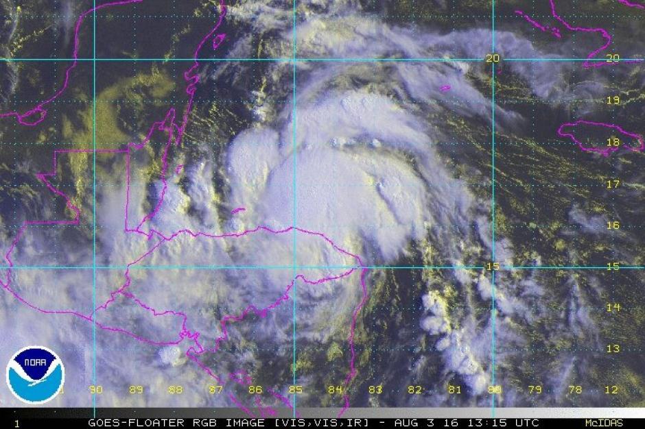 Se prevé que en las próximas horas Earl se convierta en huracán. (Foto: @ClimaenGuate)