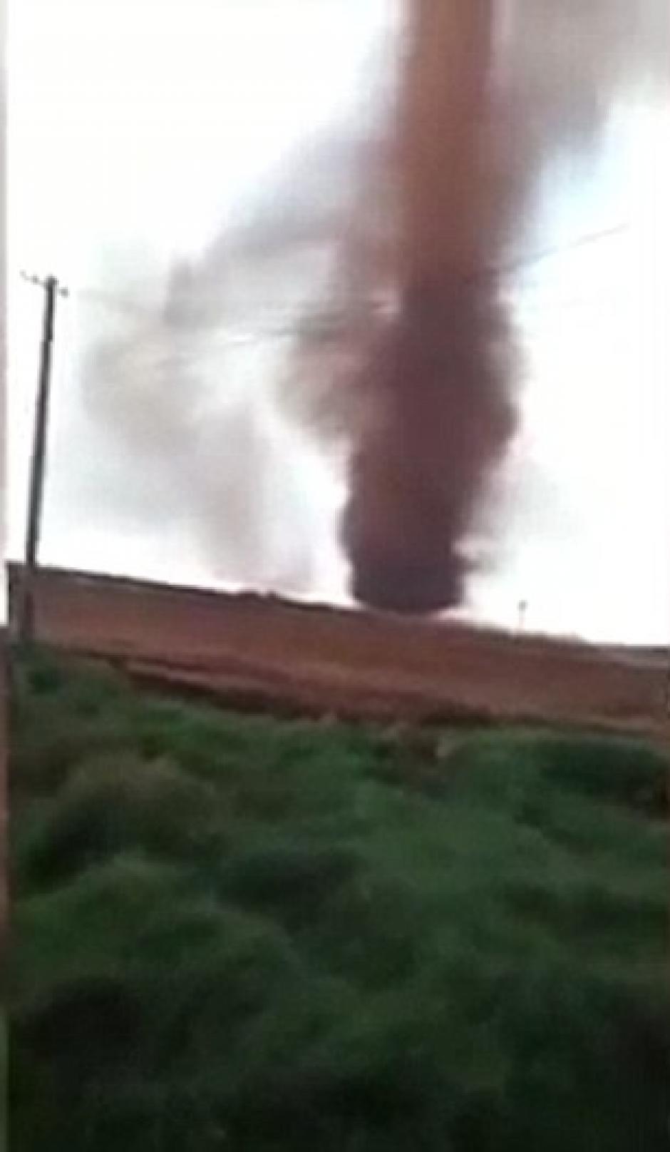 El fenómeno natural fue grabado por un espectador que se encontraba cerca. (Foto: www.dailymail.co.uk/)