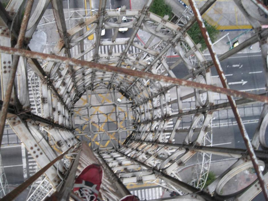 Un artista guatemalteco hizo Rooftopping en el país. (Foto: Panchorizo)
