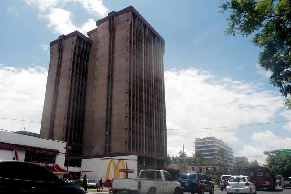 Otra bodega para guardar el dinero de las comisiones ilícitas se ubicó en el edificio Torre Café en zona la 4, reveló Juan Carlos Monzón. (Foto: Alejandro Balán/Soy502)