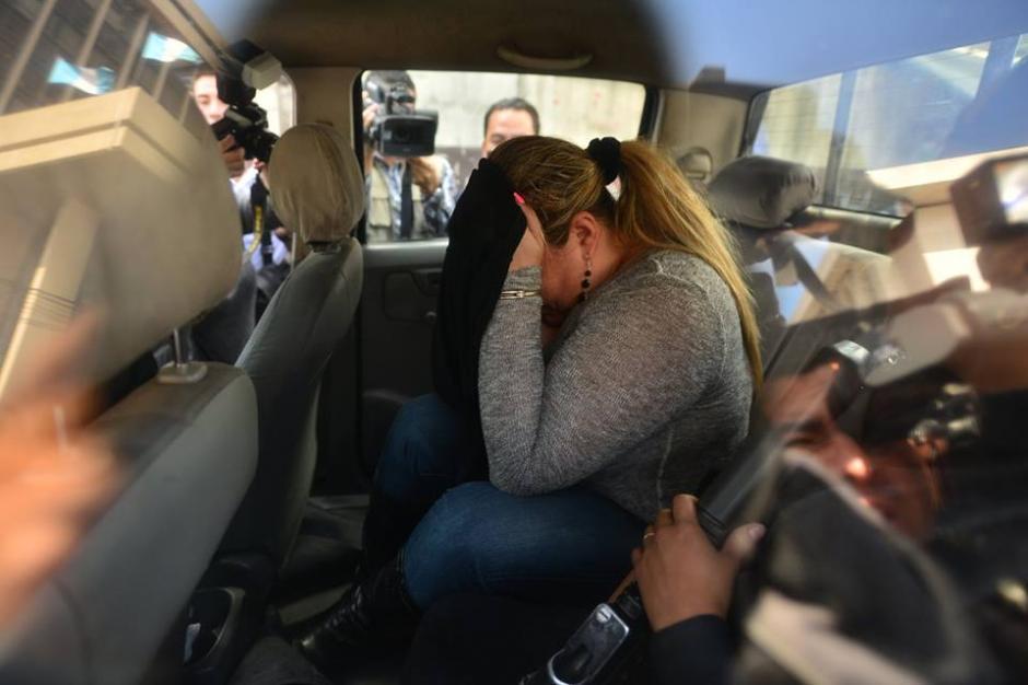 La sobrina de Sandra Torres fue trasladada desde Mixco hasta la zona 1 por los delitos de defraudación y estafa. (Foto: Wilder López/Soy502)