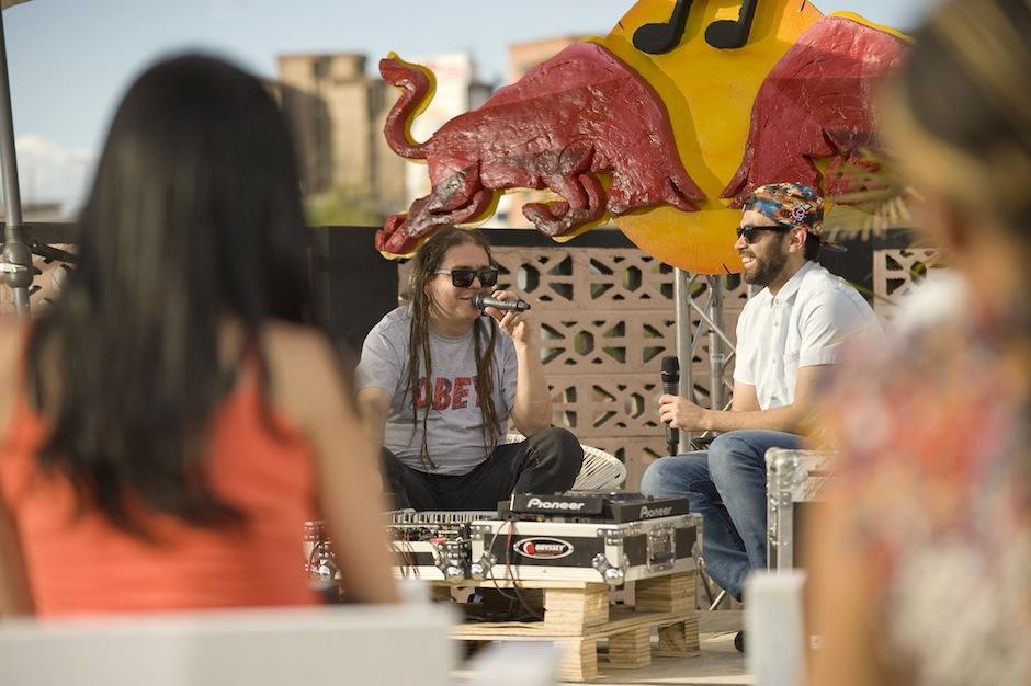Toy Selectah vino a Guatemala para impartir una charla a músicos nacionales para que participen en el Red Bull Music Academy 2014, a celebrarse en Japón. (Foto: J.J. Marroquín)