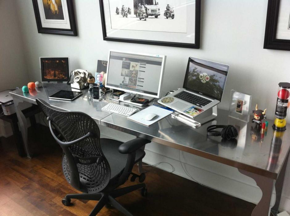 También te recomiendan comprar otro monitor para que trabajes a doble pantalla. (Foto: officescene.co.za)