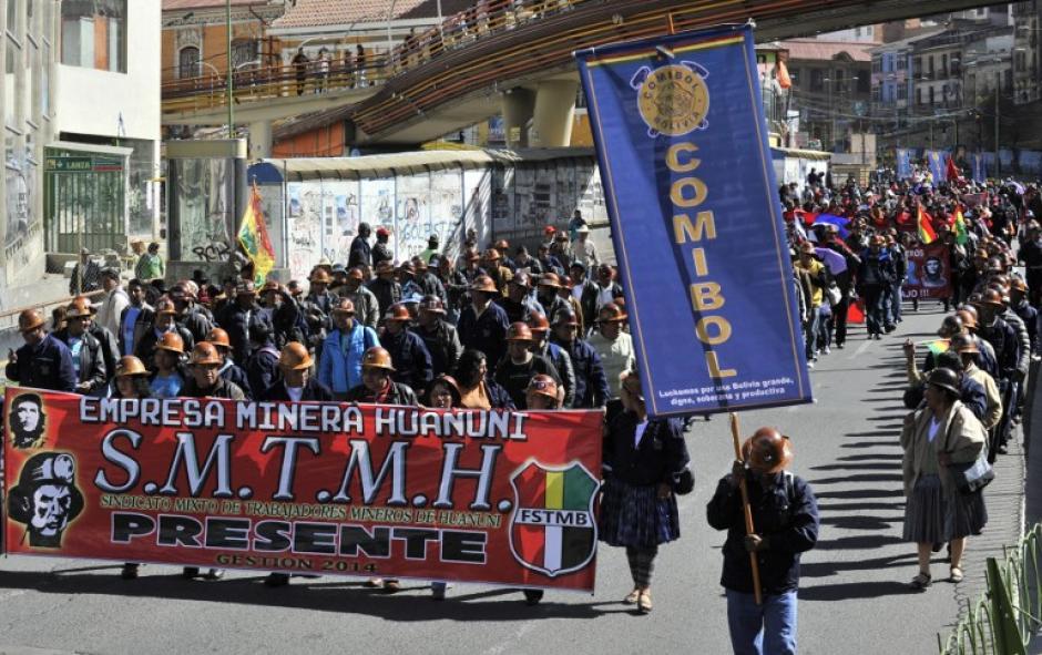 En Bolivia se realizó de manera pacífica la marcha del día del trabajo. (Foto:AFP)