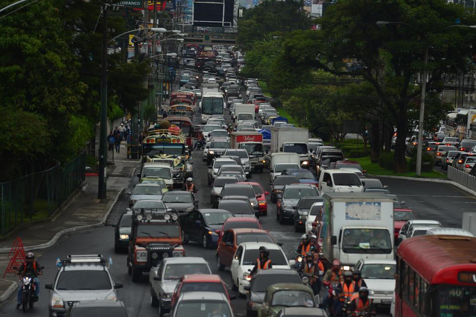 El ciclo escolar terminó y se esperaría que el tráfico también, pero no, la PMT señala que la hora pico solo cambiará de hora. (Foto: Archivo/Soy502)