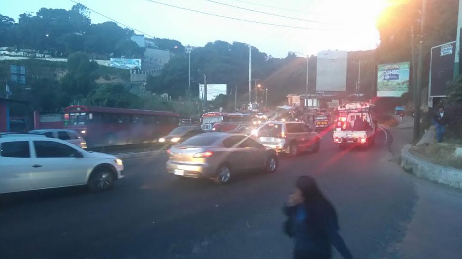 Uno de los carriles en dirección hacia Occidente permanece bloqueado.  (Foto: @SantosDalia)