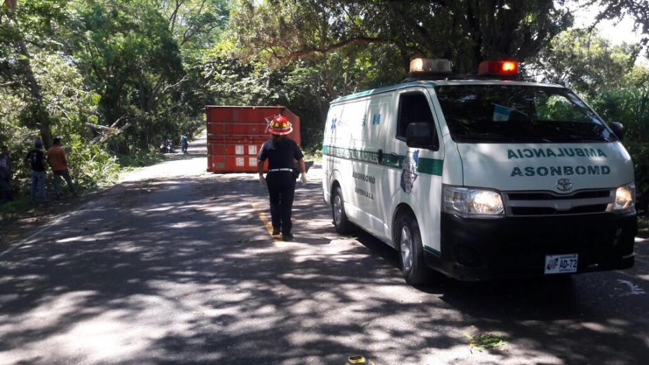 Un tráiler obstaculizó el paso en el kilómetro 153 de la rua al Atlántico. (Foto: Bomberos Municipales Departamentales)