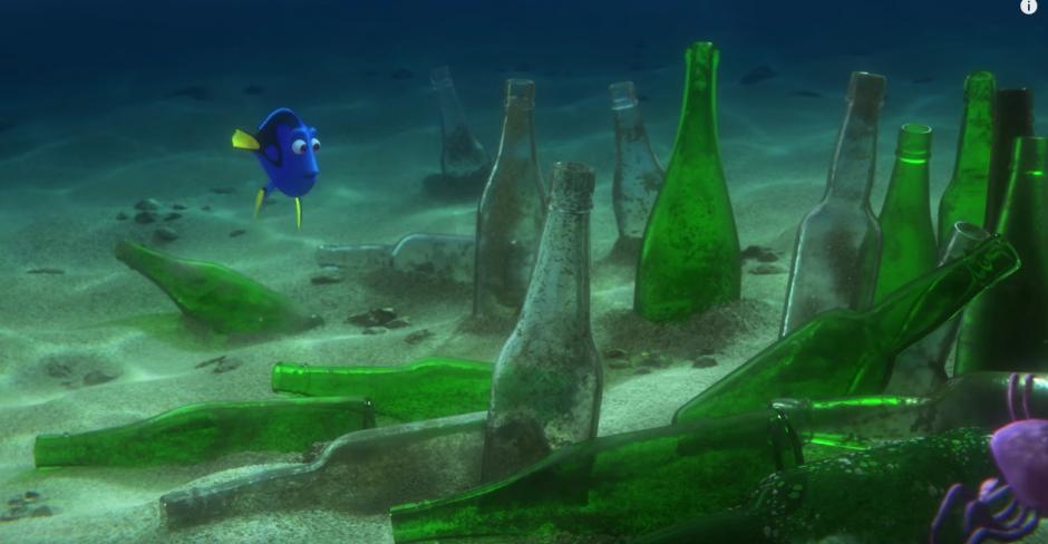 Dory recorre el mar en busca de su familia. (Captura de pantalla: TheEllenShow/Youtube)