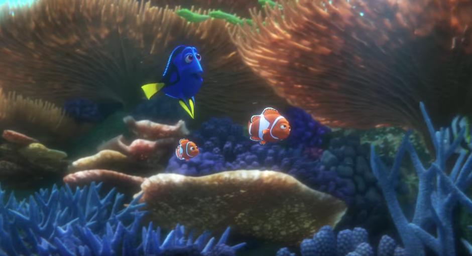 Nemo y Marlin ayudan a Dory en su búsqueda. (Captura de pantalla: TheEllenShow/Youtube)