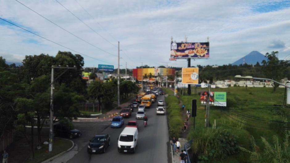 La fuerte carga vehicular afecta a los automovilistas de San Miguel Petapa y Villa Nueva. (Foto: @SantosDalia)