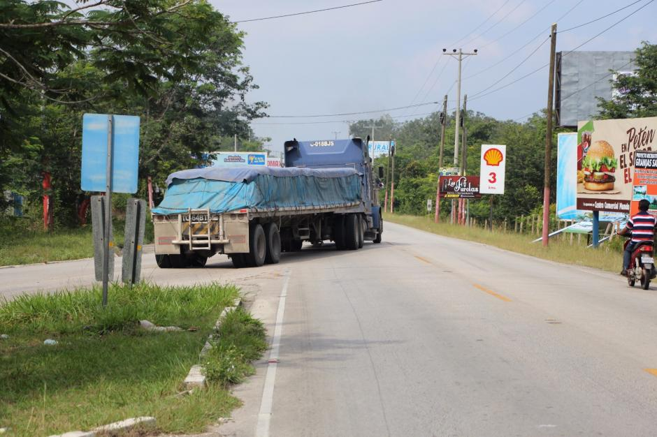 Más de 350 tráileres fueron movilizados durante la madrugada de este domingo. (Foto: PNC)