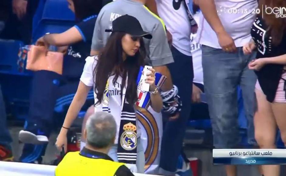 Al final esta chica ni se percató que fue la sensación durante el partido. (Foto: Captura de twitter)