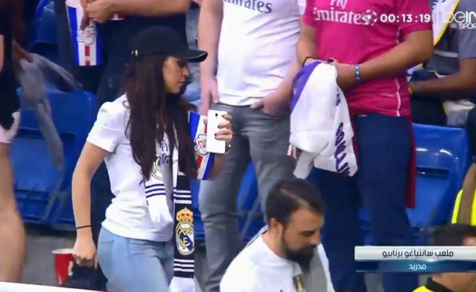 Un camarógrafo no aguantó las ganas de hacer un close-up a esta aficionada del Madrid. (Foto: Captura de twitter)