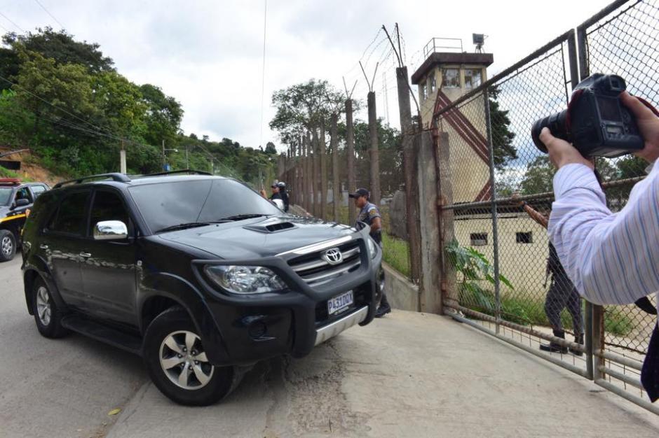 Baldetti ingresó en este carro a la cárcel de Santa Teresa en la zona zona 18. (Foto: Jesús Alfonso/Soy502)