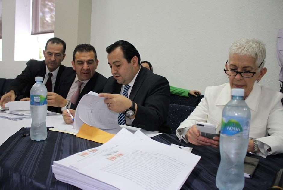 Los miembros del Comité de Regularización de la Fedefutbol asistieron a la audiencia en el Tribunal de Honor de la CDAG.  (Foto: Luis Barrios/Soy502)
