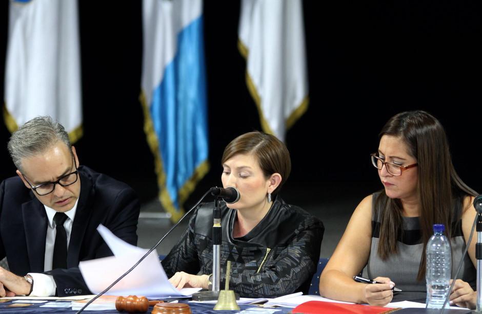 Los miembros del Tribunal de Honor de la CDAG en la audiencia contra los Federativos de Fútbol. (Foto: Luis Barrios/Soy502)