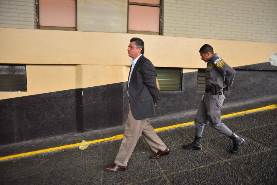 El exsecretario privado y yerno de Pérez Molina Gustavo Martínez en su llegada a la Torre de Tribunales. (Foto: Jesús Alfonso/Soy502)