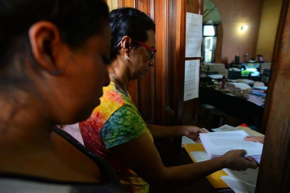 Las mujeres que mantienen la huelga de hambre realizaron la solicitud al TSE. (Foto: Wilder López/Soy502)