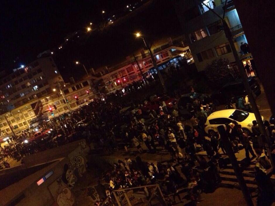Miles de personas en Chile son movilizadas lejos de las costas. (Foto: Twitter)