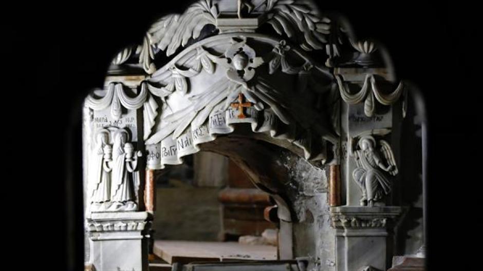 El revestimiento de mármol de la tumba contaba con una fundición de concreto en su interior. (Foto: La Nación)