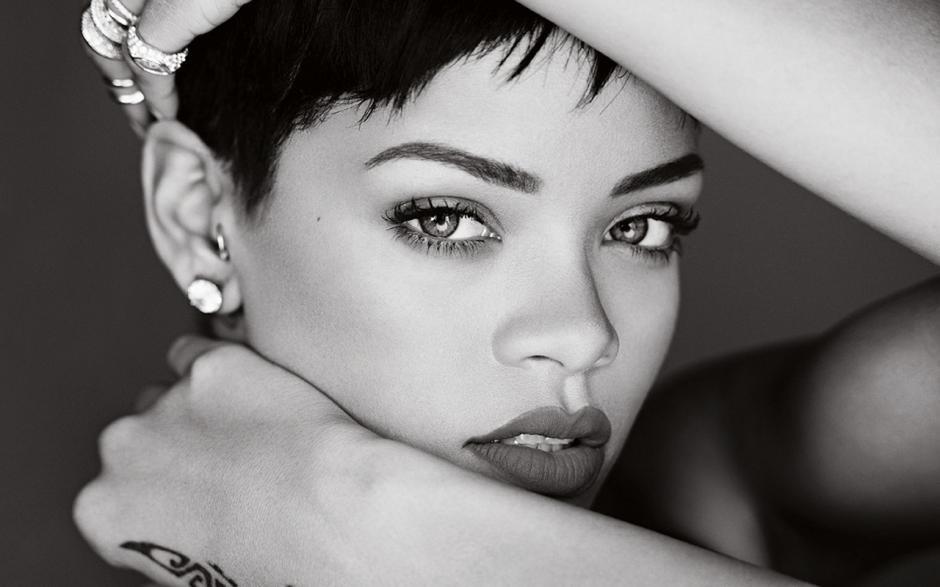 Antes de Travis Scott, Rihanna se dejó ver en público junto a Karim Benzema. (Foto: turitmo.com)