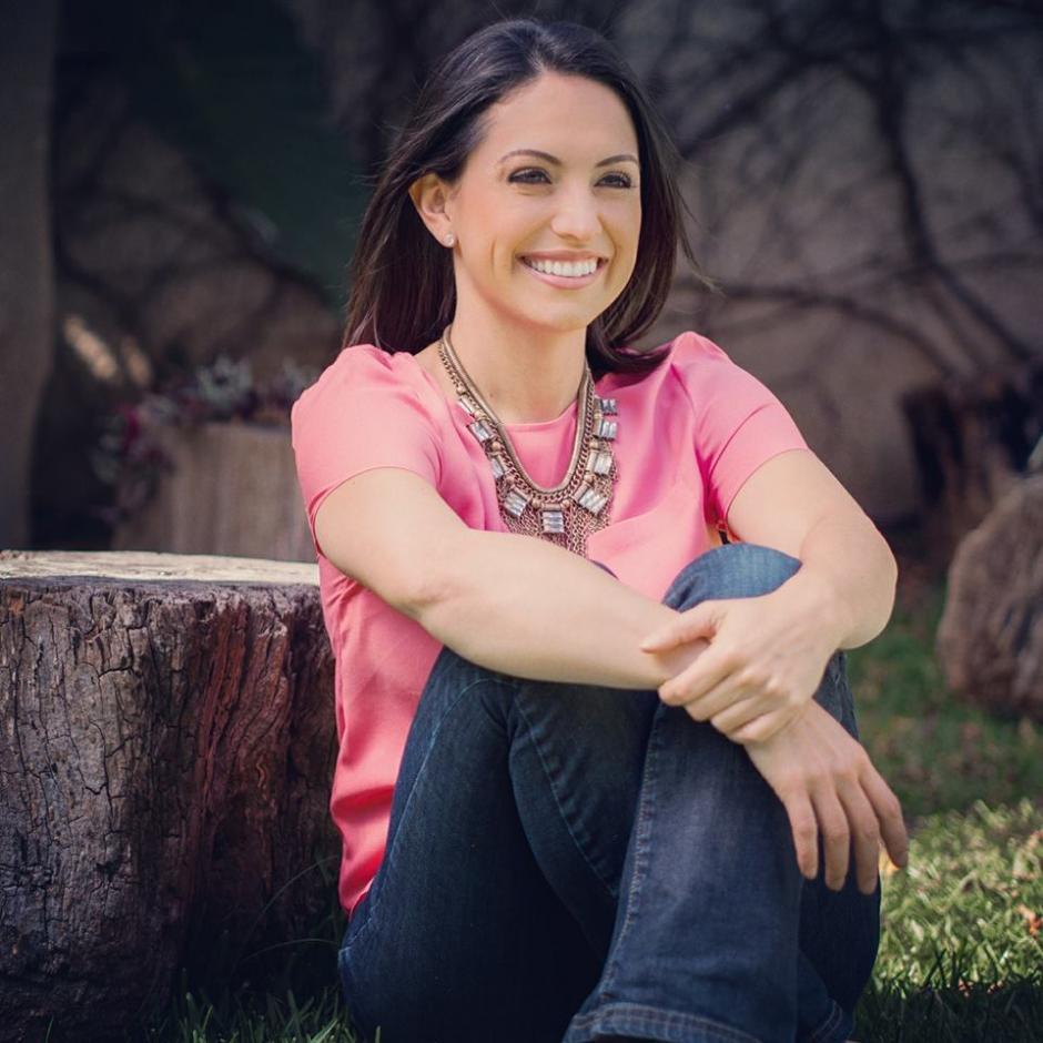 La presentadora de televisión y psicóloga, Tuti Furlán, ocupa el cuarto puesto según los guatemaltecos. (Foto: Facebook/Tuti Furlán)