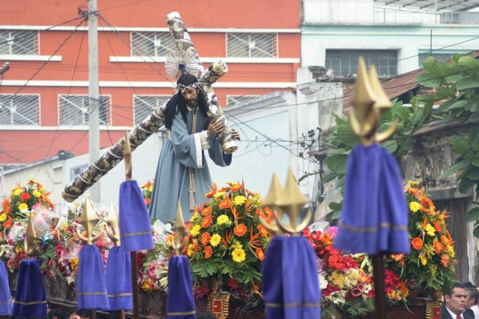 Jesús de la Reseña recorre las calles del Centro Histórico. (Foto: Raúl Illescas).