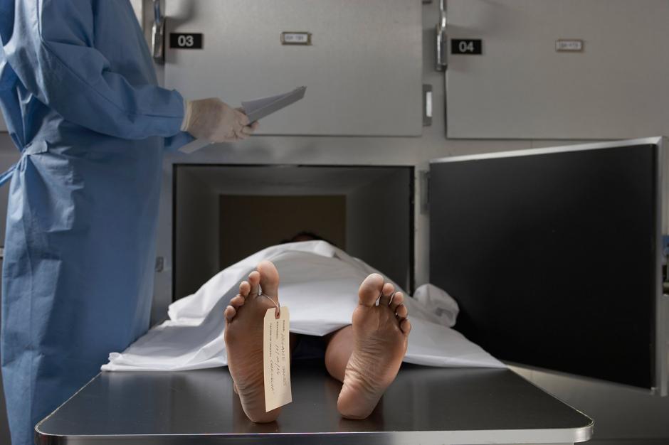 Un hombre que se encontraba en la morgue tras ser declarado muerto resultó que solo dormía tras una borrachera