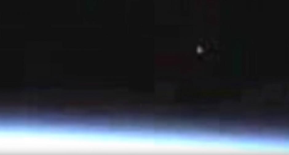 El Objeto se acerca a la atmósfera de la Tierra. (Captura de pantalla: Streetcap1/YouTube)