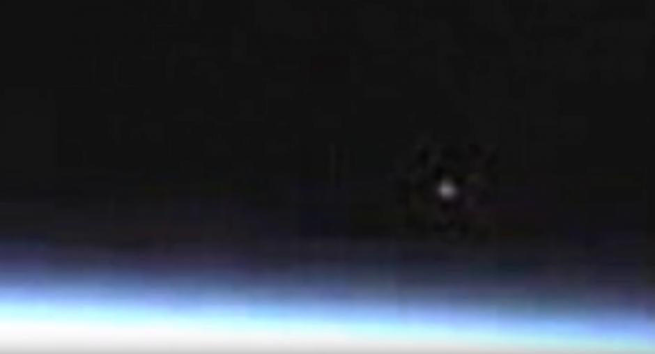 Mientras la gente especulaba, la NASA interrumpió la transmisión en directo sin explicaciones. (Captura de pantalla: Streetcap1/YouTube)