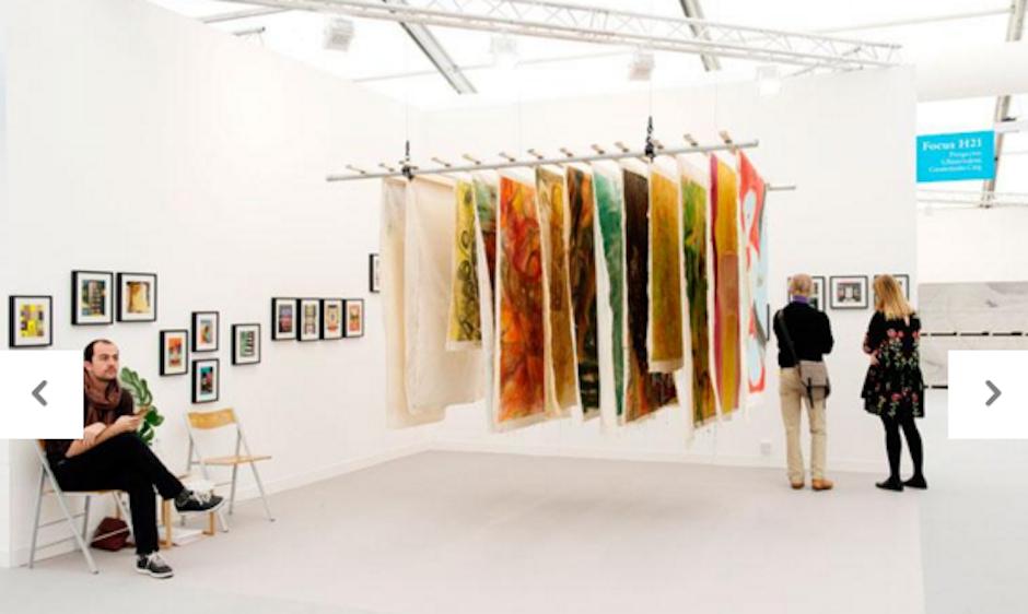 El stand mostró el trabajo de las artistas Vivian Suter y Elizabeth Wild. (Foto: frieze.com)