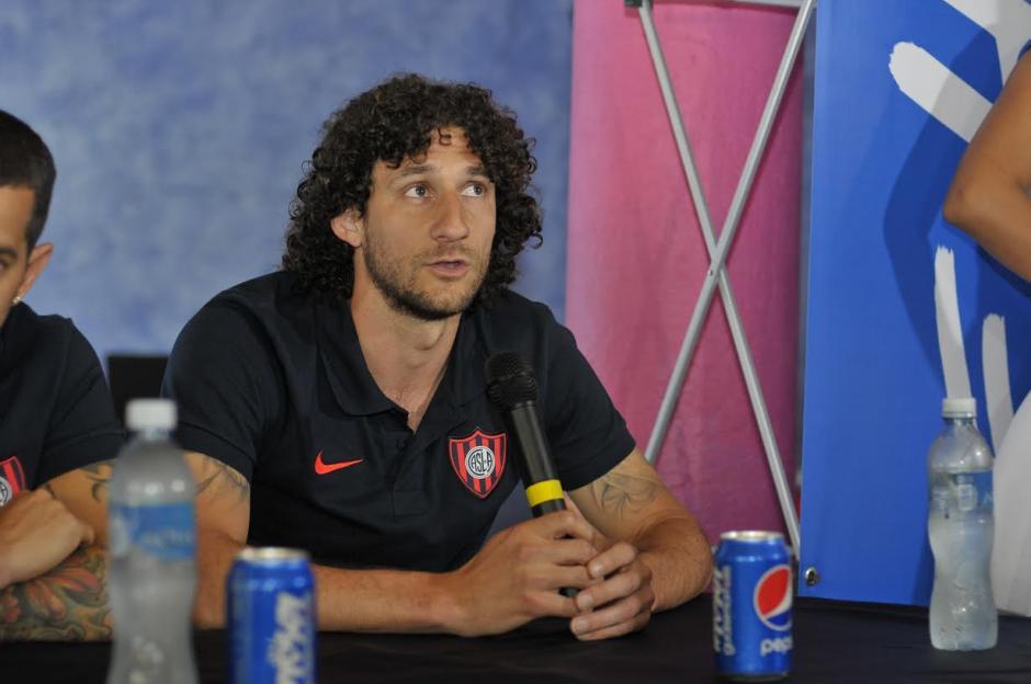 Fabricio Coloccini, figura de San Lorenzo de Almagro, estuvo en la conferencia de prensa. (Foto: Soy502)