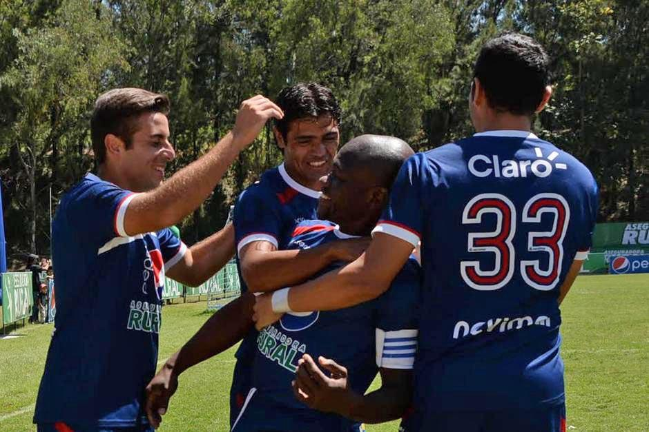 La Universidad es el líder y único invicto del Torneo Clausura, superando por dos puntos a su más cercano rival, Comunicaciones