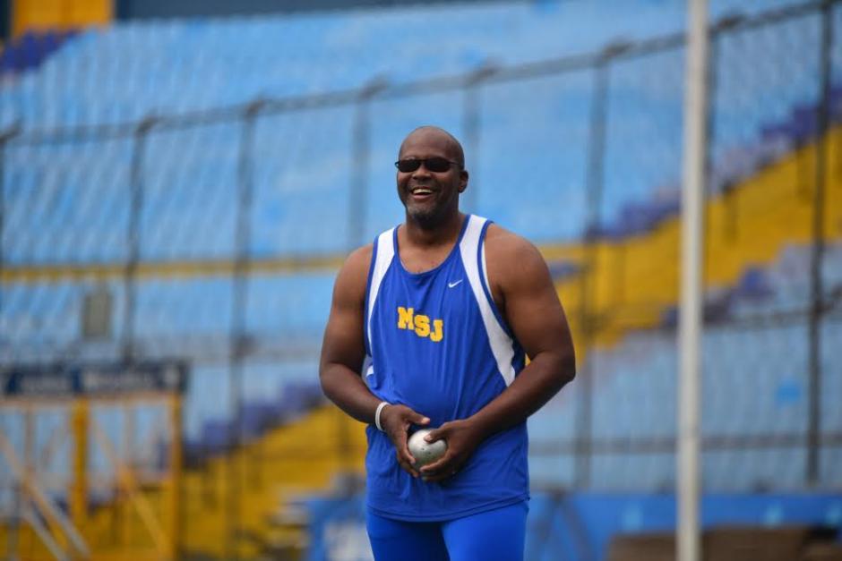 Sonriente y muy alegre, Isaac Leiva ha sabido sacar todo lo positivo de la vida, y como atleta parapanamericano competirá en Toronto 2015. (Foto: Wilder López/Soy502)